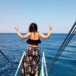 Denize bakan kız