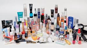 Parfüm, krem, makyaj malzemesi gibi bir çok kozmetik ürün