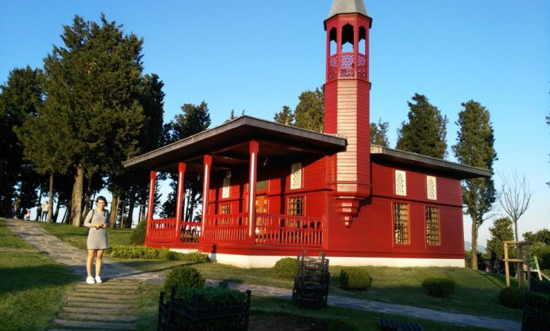 Küçük Çamlıca kırmızı camii